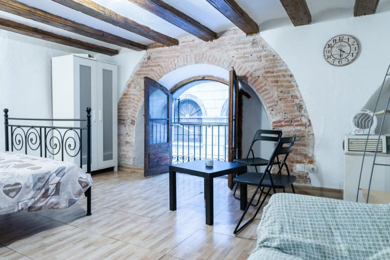 Simple studio apartment for rent in El Raval, Barcelona