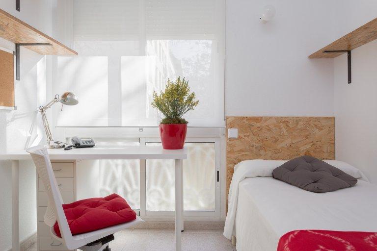 Quarto com casa de banho privativa em residência estudantil em Chamartín