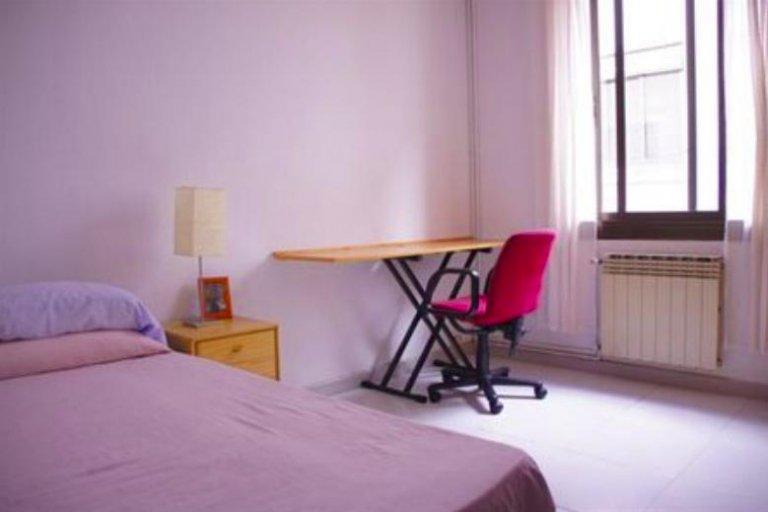 Zimmer in einer 4-Bett-Wohngemeinschaft in Horta-Guinardó, Barcelona