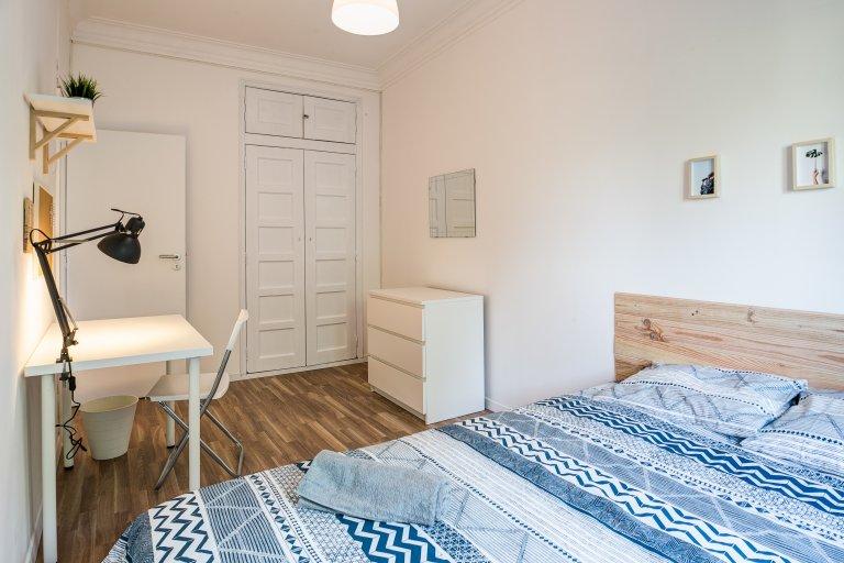 Room for rent in 5-bedroom apartment in Lumiar, Lisboa