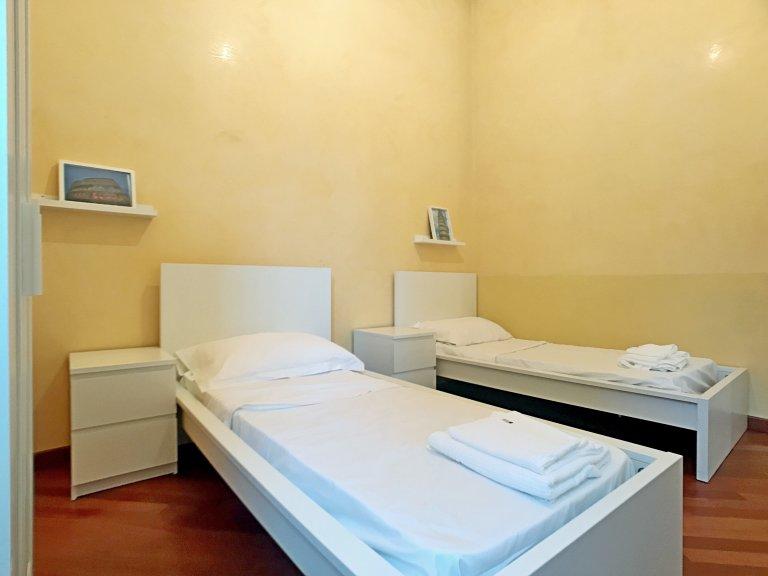 Shared room in 3-bedroom apartment Sesto San Giovanni Milan