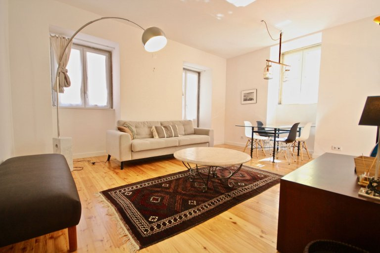 Stylish 2-bedroom apartment for rent in Graça, Lisbon