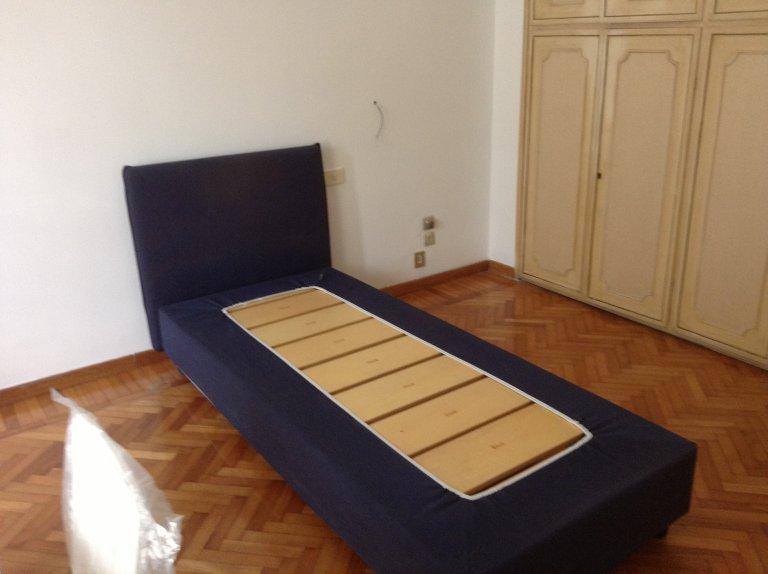 Chambre à louer dans un appartement de 4 chambres à coucher, Trieste historique, Rome