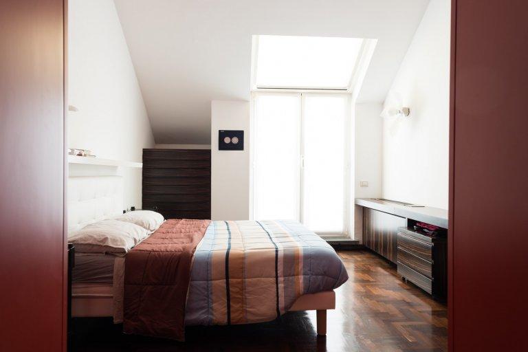 Apartamento de 1 quarto brilhante para alugar em Milão Centro