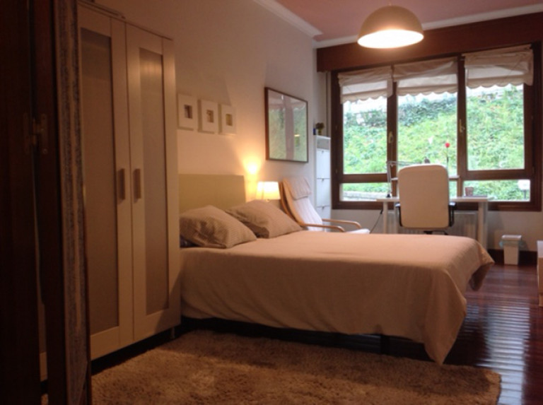 Double Bed in Rooms for rent in a fully furnished 4-bedroom apartment in Abando