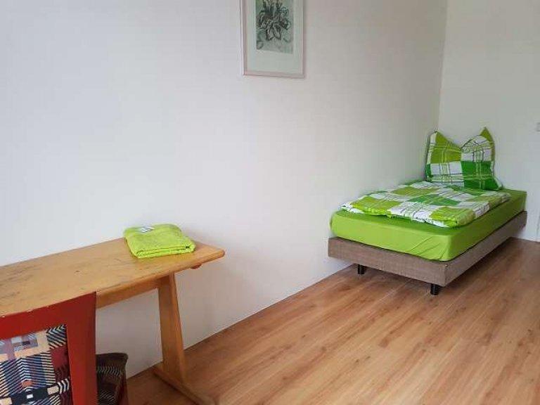 Huge room in 5-bedroom apartment in Moabit, Berlin