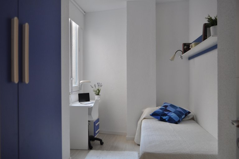 Quarto aconchegante para alugar em residência em Argüelles, Madrid
