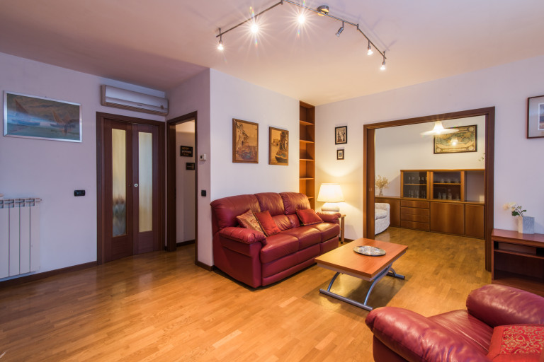 Spacious 2-bedroom apartment for rent in Centrale, Milan