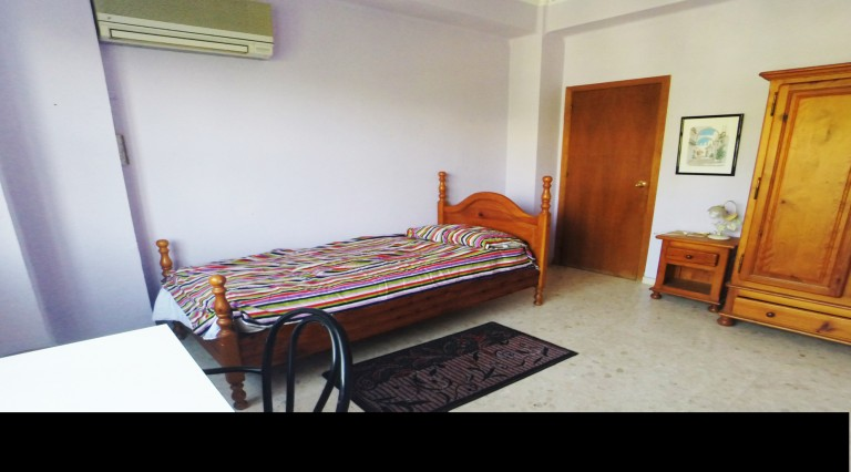 Room 3 with single bed