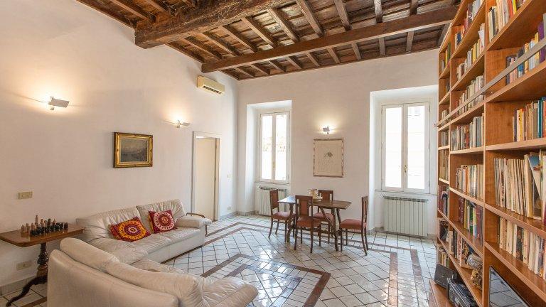 Grande apartamento de 2 quartos para alugar em Centro Storico, Roma
