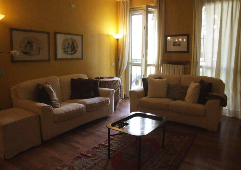 Double rooms for rent in shared apartment, Ticinese, Milan