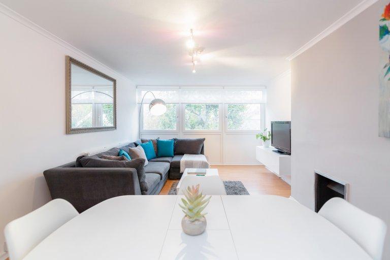 Cool 3-bedroom flat to rent in Kensington, London