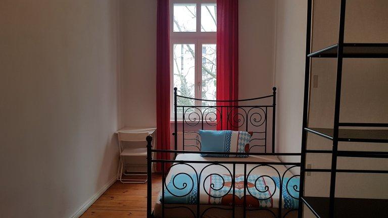 Pokój do wynajęcia w 5-pokojowym mieszkaniu w Charlottenburg