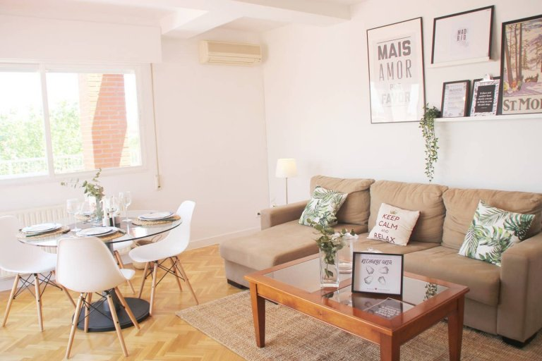 Airy 3-bedroom apartment for rent in San Blas, Madrid
