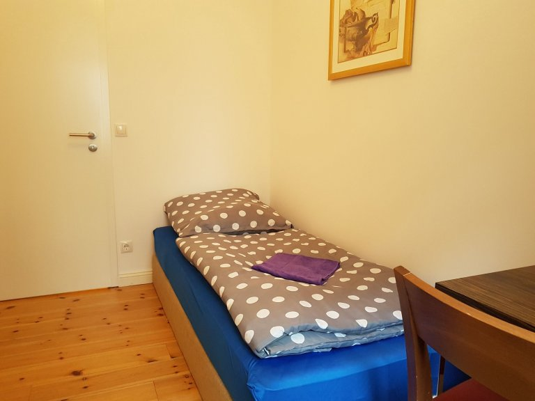 Pokój w apartamencie z 3 sypialniami w Berlinie