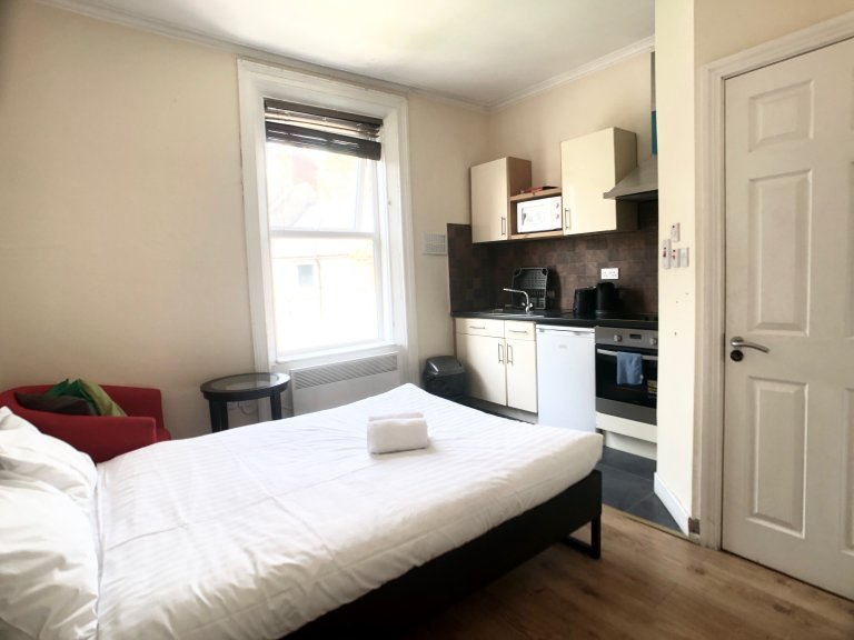 Bright studio flat to rent in Drumcondra, Dublin
