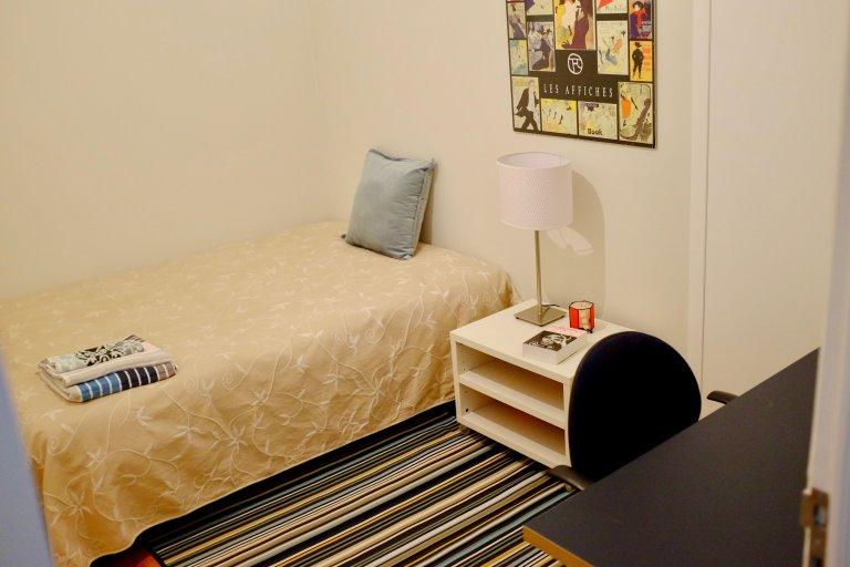 Chambre dans un appartement de 4 chambres à Arroios, Lisbonne