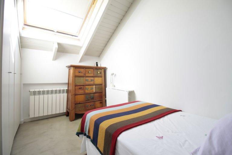 Habitación soleada en apartamento de 2 dormitorios en Chamartín, Madrid