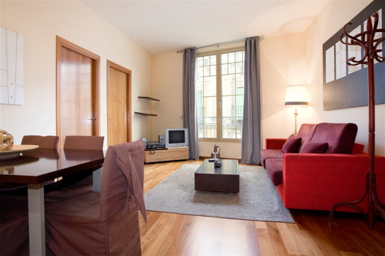 Elegant and modern 2-bedroom apartment to rent with Wi-Fi in trendy El Born