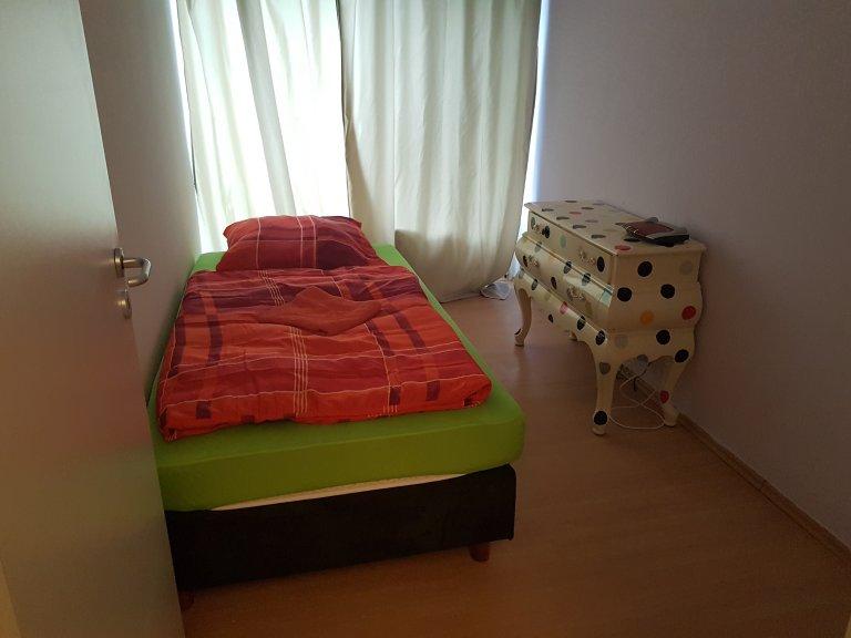 Chambre ensoleillée dans un appartement à Kreuzberg, Berlin