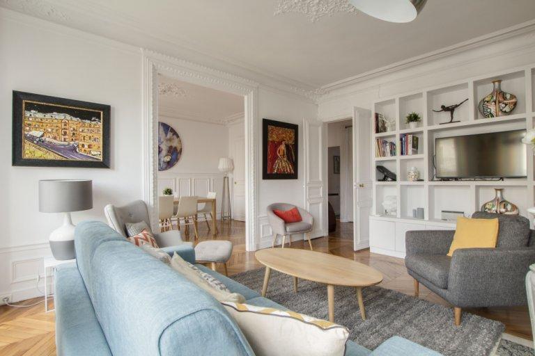 Moderno appartamento con 2 camere da letto in affitto nell'8 ° arrondissement