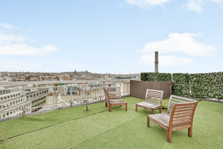 Whole 2 bedrooms apartment in Paris
