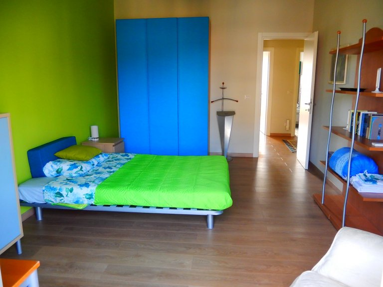 Colorful room in 3-bedroom apartment in San Siro, Milan