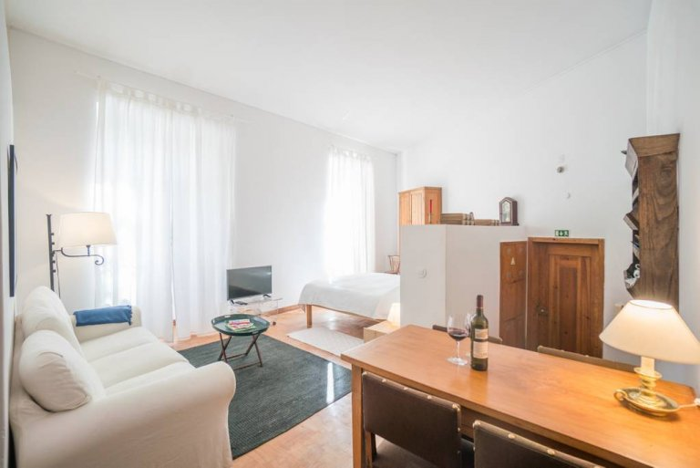 Studio apartment for rent in Graça, Lisbon