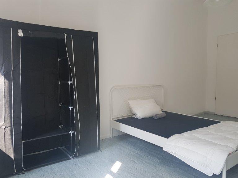 Chambre à louer dans appartement avec 5 chambres Treptow-Kopenick