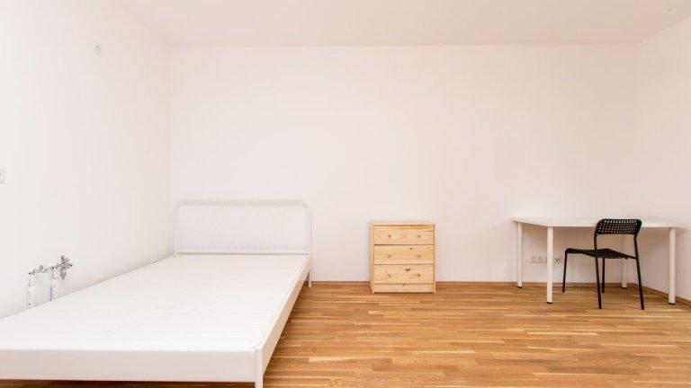 Room for rent in 2-bedroom apartment in  Treptow-Köpenick