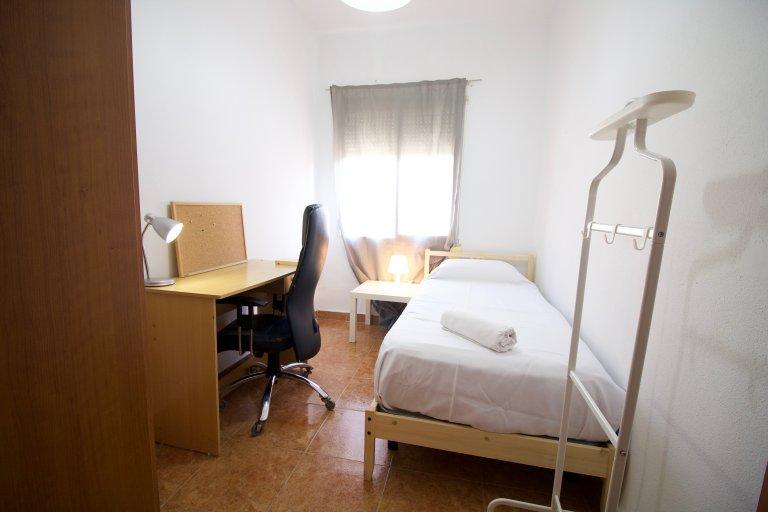 Ampia camera in appartamento con 2 camere da letto a Santacroce