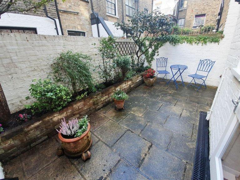 Apartamento clássico de 2 quartos para alugar em Londres