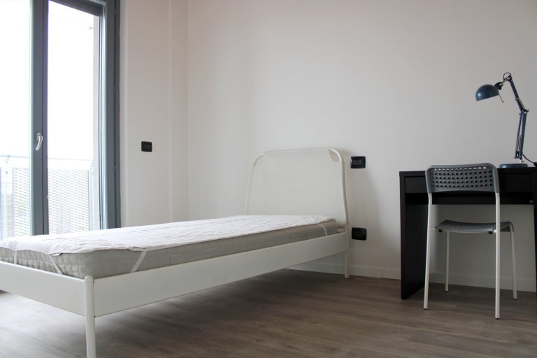 Room for rent in 4-bedroom apartment in Musocco, Milan