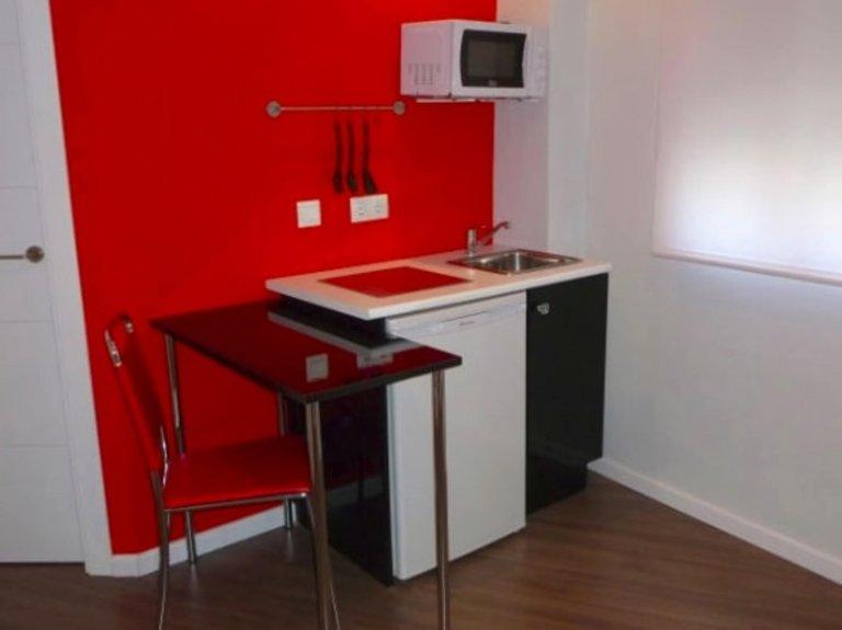 Acogedor estudio en alquiler en el Eixample, Valencia.
