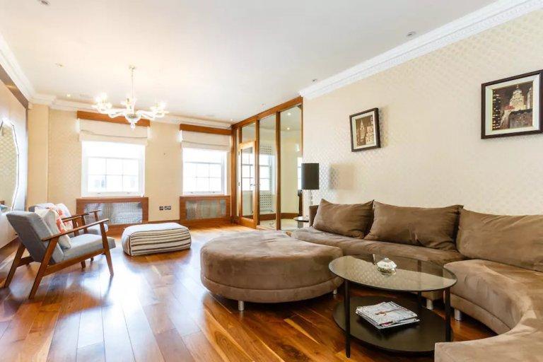 Unique 4-bedroom flat to rent in Kensington, London