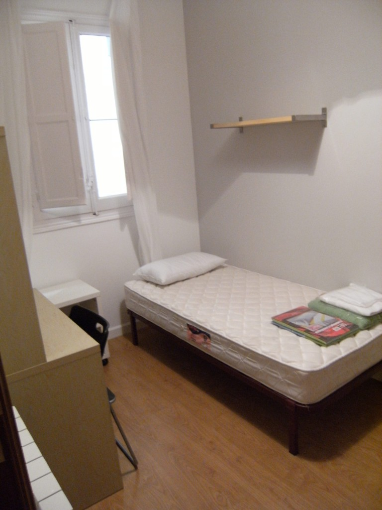 Room 1 - single bed