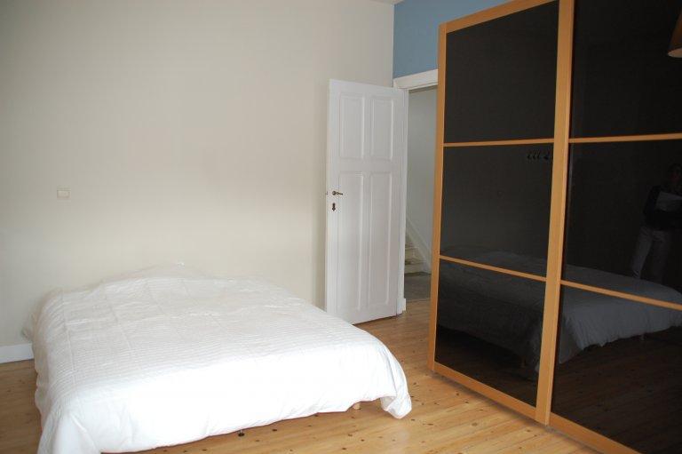 Chambre ensoleillée dans une maison de 4 chambres à Etterbeek, Bruxelles