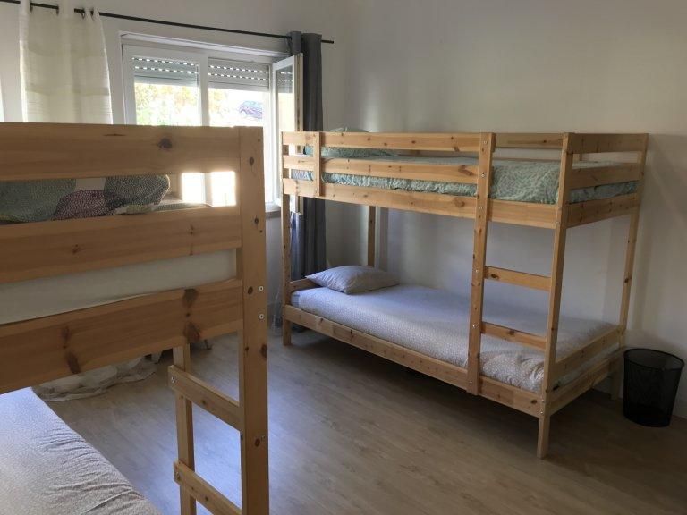 Benfica, Lisbon'da 4 yatak odalı dairede kiralık yataklar