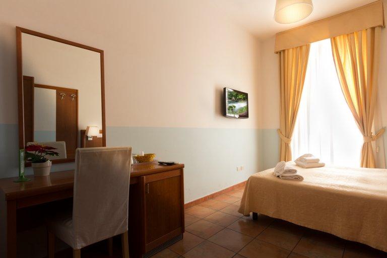 Pokój do wynajęcia w 3-pokojowym mieszkaniu w San Pietro, Rzym