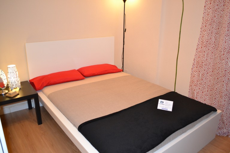 Room 7 double Bed 80302