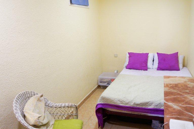 Umeblowany pokój do wynajęcia w apartamencie z 2 sypialniami w Malasaña