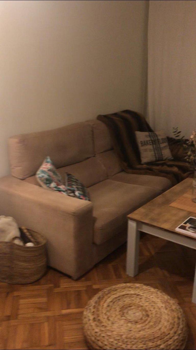 Całe 3 pokojowe mieszkanie w Barcelonie