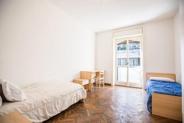 Łóżka do wynajęcia w pokojach wieloosobowych, mieszkanie z 3 pokojami w Centrale