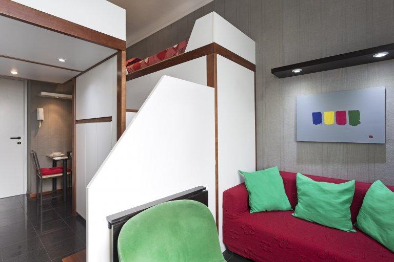 Excelente apartamento colorido para alugar em Pagano, Milão