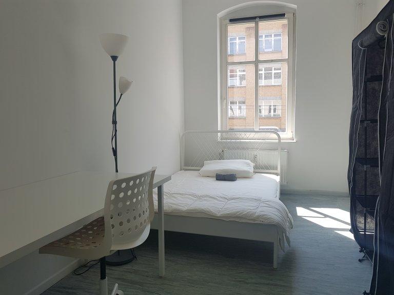 Pokój do wynajęcia w apartamencie z 3 sypialniami w Moabit w Berlinie