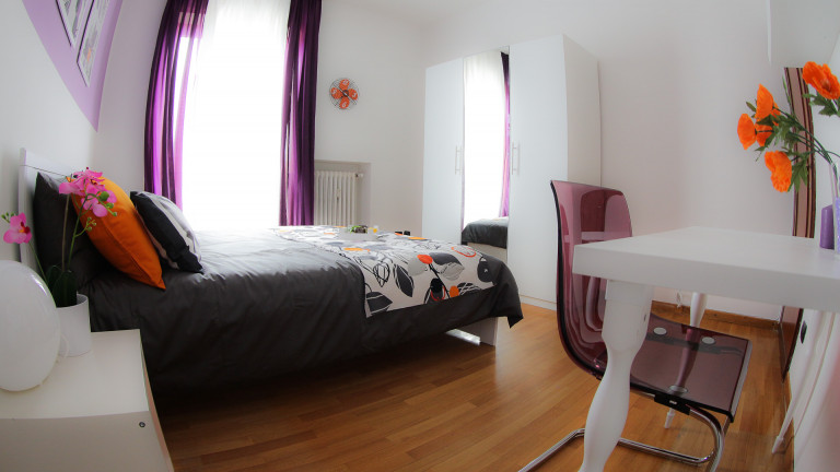 Double Bed in Rooms for rent in apartment with balcony in San Siro neighbourhood