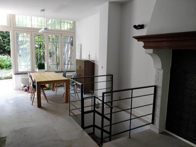 Nice 2-pokojowe mieszkanie do wynajęcia w Etterbeek, Bruksela