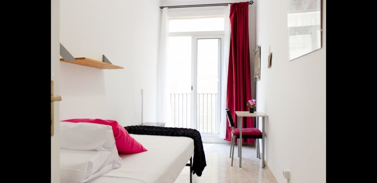 Cozy room for rent in El Raval, Barcelona
