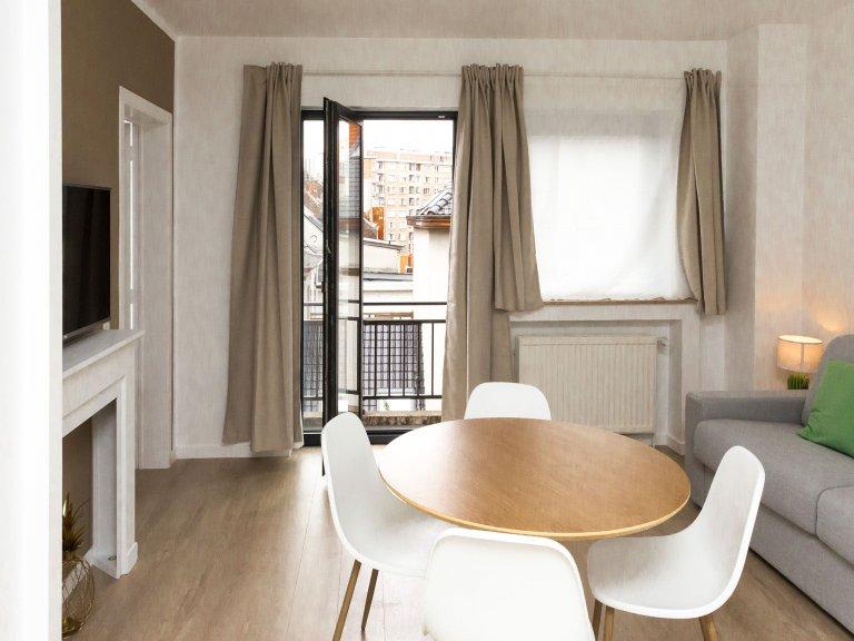 Bom apartamento de 1 quarto para alugar no bairro europeu