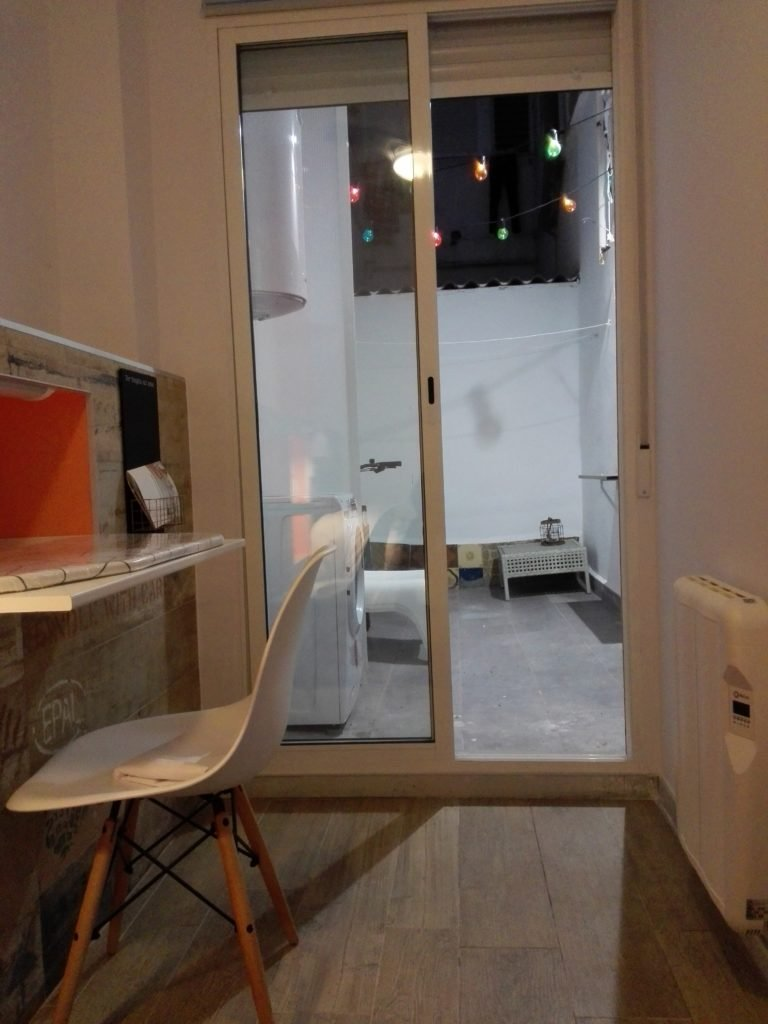 Room to rent in arty 3-bedroom apartment in Camins al Grau